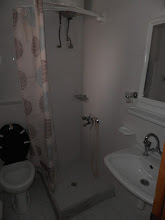Photo: Το μπάνιο στο διαμέρισμα 29-Bathroom of apartment No 29
