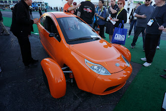 Photo: This Elio 2 person (tandem) car is 89mpg, and will be under $7K if they ship it.