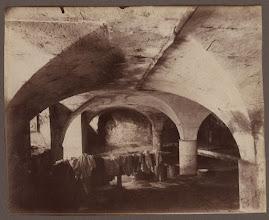 Photo: St. Denis - cave - vieille maison de retraite