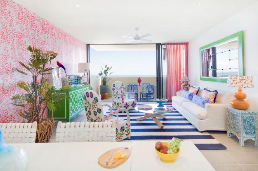 Hunian bergaya tropis dengan palet warna terang - source: decoist.com