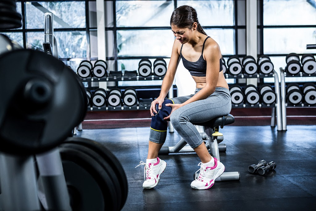 Woman in the gym with a knee injury