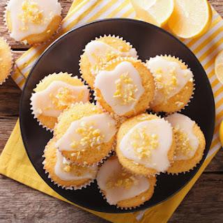 Amazingly Delicious Greek Yogurt Lemon Muffins with Vanilla.