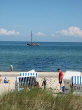 Photo: Strand in Kühlungsborn West, siehe auch www.freie-ferienwohnung-kuehlungsborn.de und www.binz-zingst-kuehlungsborn.de .