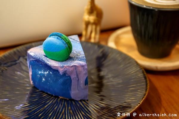 風雨咖啡(桃園火車站旁巷弄,宇宙星空鏡面蛋糕美麗又不甜膩的好吃)