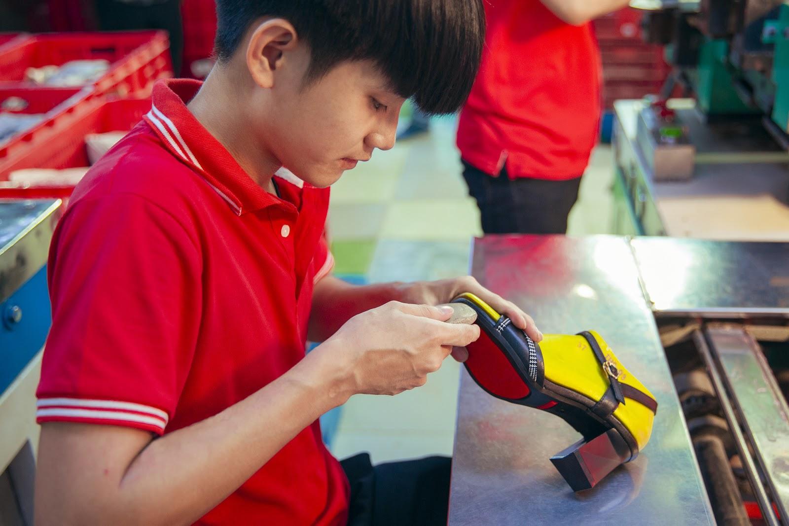 Thiên Hương – Đơn vị chuyên sản xuất và phân phối các mặt hàng giày dép uy tín nhất