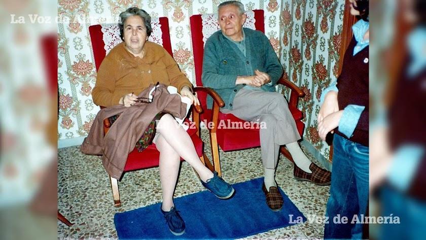 Amable Almansa  y su mujer Dolores Cortés fueron durante varias décadas los tenderos más famosos de la calle Real del Barrio Alto.