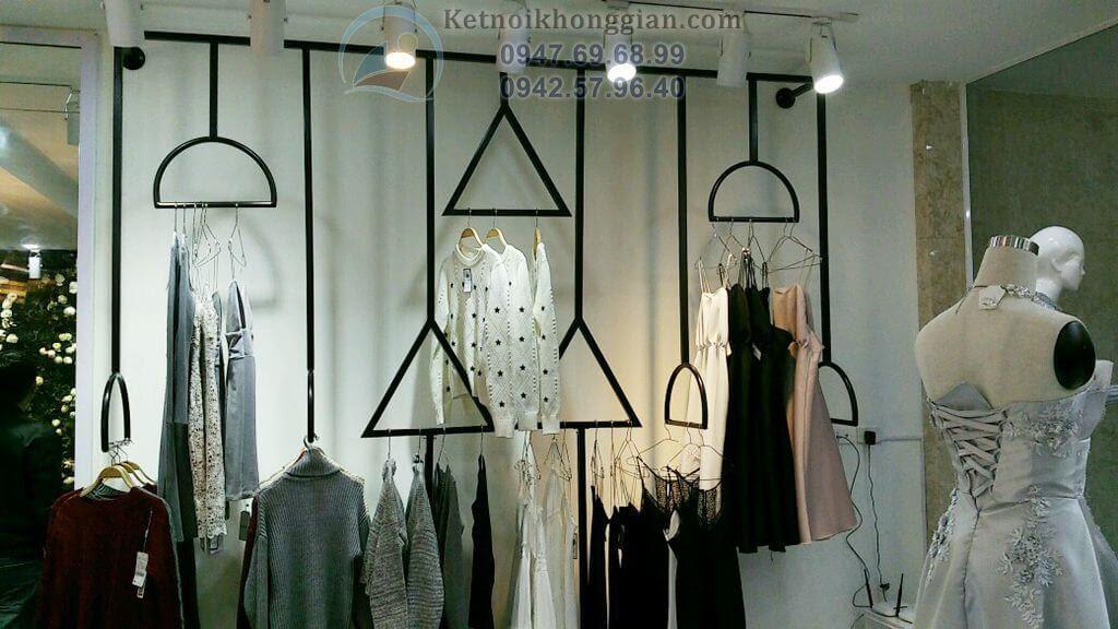 thiết kế và thi công shop thời trang với hệ thóng giá treo ấn tượng