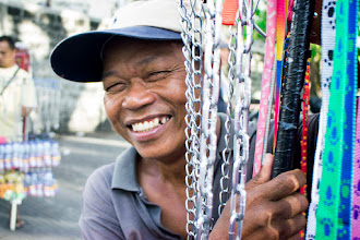 Photo: こむずかしい顔しないおっちゃんは グラビアちゃん風に撮ってみる  in Philippines