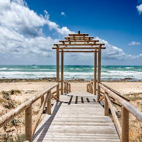 Una puerta al mar by Jesús Sánchez Ibáñez - Landscapes Beaches