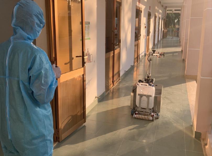 Robot trợ lý khử trùng