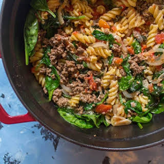 One Pot Beef Tomato Basil Spinach Pasta (and a side of Strawberry and Cashew Salad).