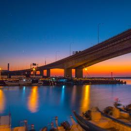 日暮黃昏暗,漁船聚歸航;默默心無言,愁去心思漫 by Gary Lu - Buildings & Architecture Bridges & Suspended Structures ( bridge, gary lu )