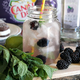 Blackberry Ginger Ale Cocktail.
