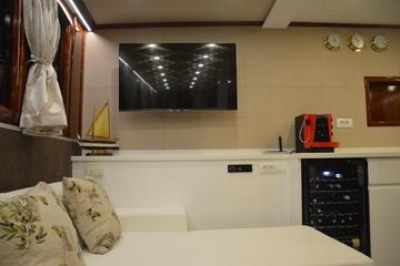 Tajna Mora Saloon with TV