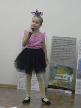 Photo: Для нас был организован мини-концерт. Одна из вокалисток, юная звездочка Аня исполнила для нас песенку о лесной принцессе