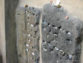 Photo: Viestejä haudan taa