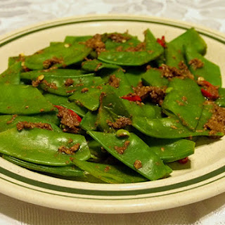 SNOW PEAS WITH GINGER DRESSING