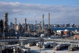 Photo: Imperial Oil Dartmouth Refinery (CNW Group/Imperial Oil Limited)