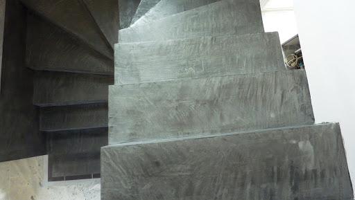 Escalier béton ciré ACIER