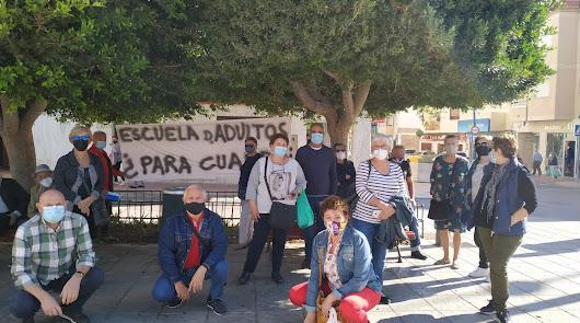 Los alumnos de la Escuela de Adultos de La Cañada piden volver al barrio