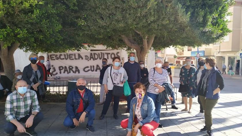 Grupo de alumnos de la Escuela de Adultos de La Cañada
