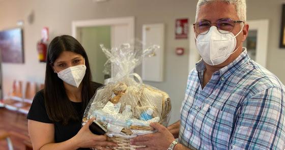 Huércal de Almería comienza la entrega de cestas a los padres que han dado a luz