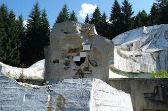 Photo: Krpáčovo, pamatnik SNP (udajne zobrazuje padaky pri dopade)