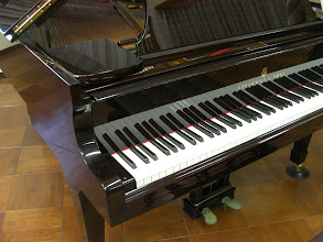 Photo: 浜松ピアノショールーム ハンブルグスタインウェイO型1974年製マホガニー http://www.pianoya.net/pianoya_139.htm