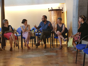 Photo: El regidor de l'Ajuntament d'Arenys de Mar ens dóna la benvinguda