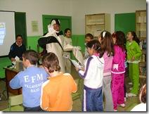Alumnos del Colegio 'Virgen del Carmen', con el Pingüino Bartolino