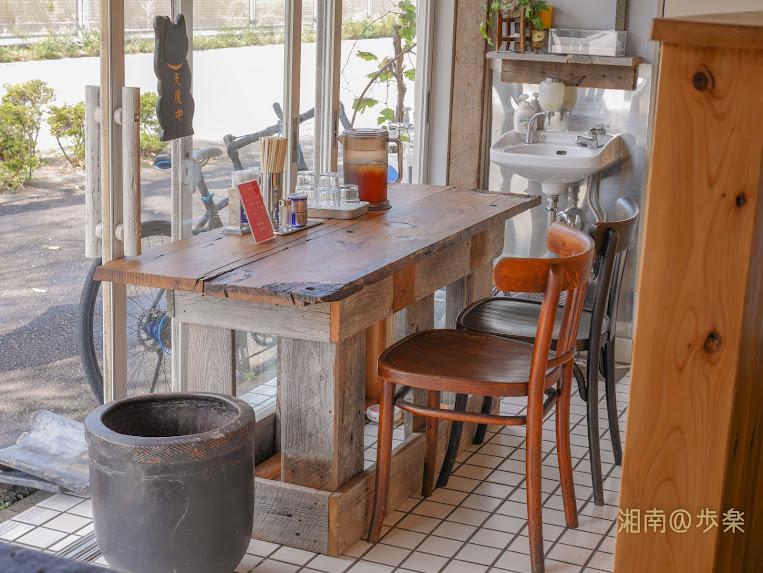 手拵えのテーブル