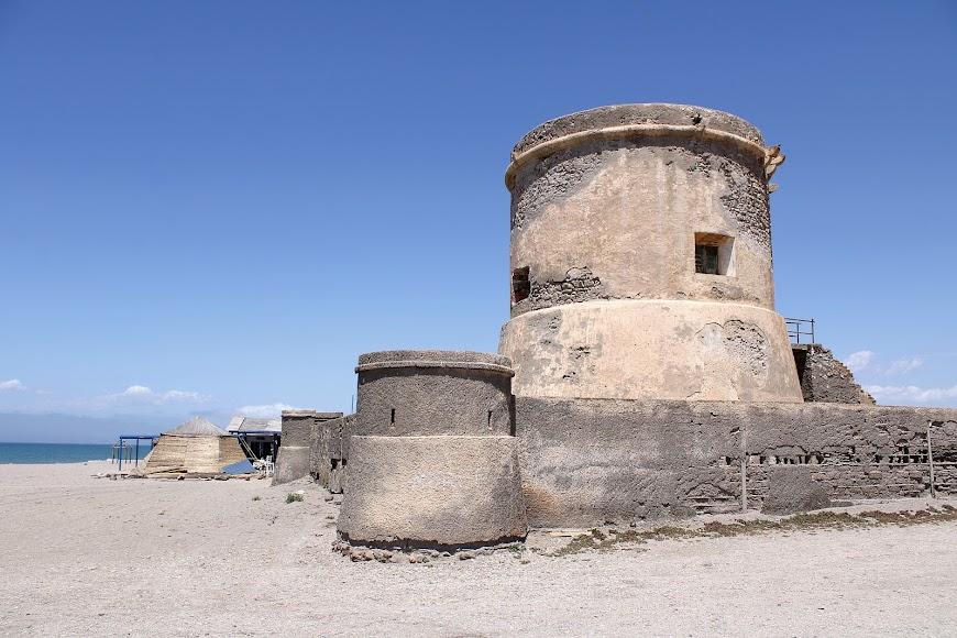 Torreón de San Miguel, playa de las Salinas.