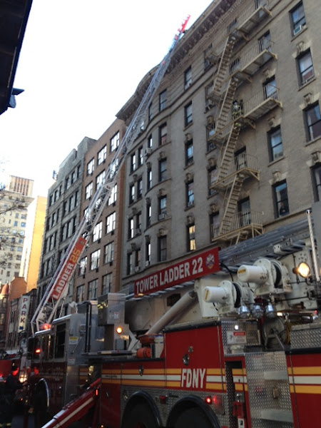 Photo: #nycphotography #newyorkcityphotography FDNY Ladder 22 On the job.