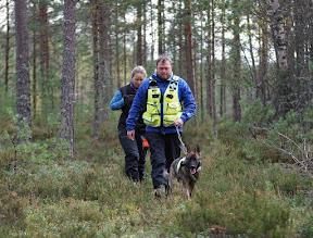 Photo: Caesar har funnet Hilde i skogen.