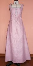 Photo: Capa Medieval em camurça rosa com fechamento por ilhóses. R$ 120,00.