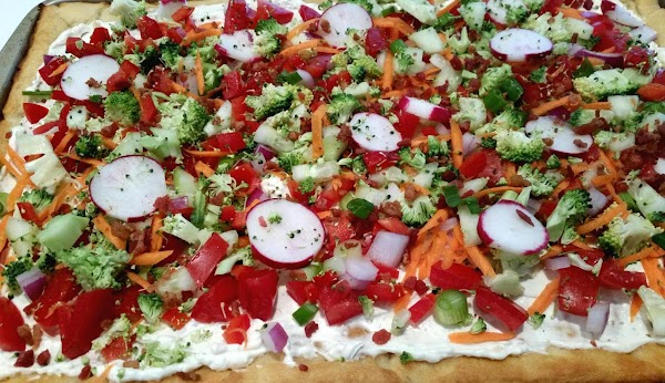 Sprinkle chopped veggies evenly over crust. Sprinkle with bacon and cheese. ( I didn't'...
