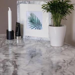 Folie autoadeziva imitatie marmura cu fir negru, 60 x 200 cm