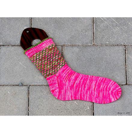 Tusensköna - Socka stickad i Bellismönster