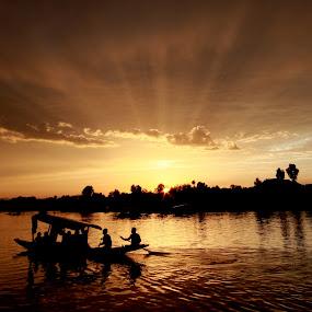 Dal lake Kashmir - India  by Sourav Tripathi - Landscapes Travel