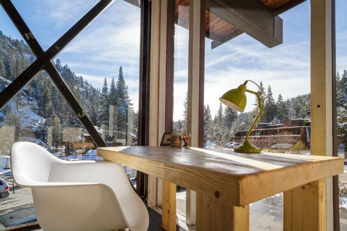 scrivania postazione sedia montagna sci