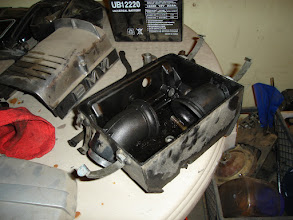 Photo: Airbox filled with a misting of oil. Needs a good cleaning.