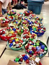 Photo: Des gugusses pour décorer les paquets.