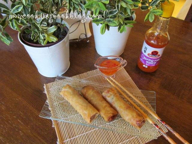 Спринг ролс (spring rolls) или пролетни рулца със зеленчуци, скариди и рула от раци
