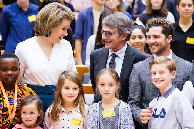 David Bisbal, junto a la reina Matilde de Bélgica y el presidente de la Eurocámara David Sassoli. (Foto: @EP_President)