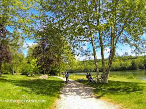 Photo: Plage du Petit Barbeau à Samois sur Seine - E-guide balade circuit à vélo sur les Bords de Seine à Bois le Roi par veloiledefrance.com.