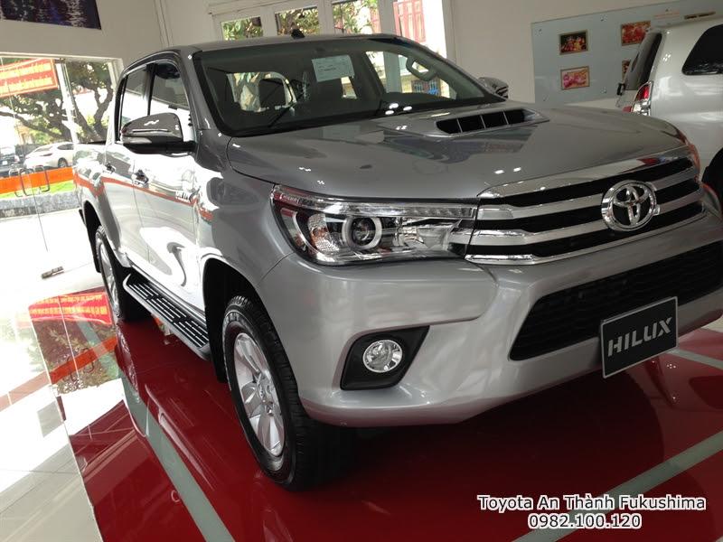 Khuyến Mãi Giá Xe Ôtô Bán Tải Toyota Hilux 2015 Nhập Khẩu Thái Lan