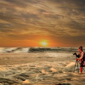 Shooting Sunrise by Ade Irgha - Landscapes Sunsets & Sunrises ( manyar beach, visit bali, ocean wave, sunrise, waterscapes )