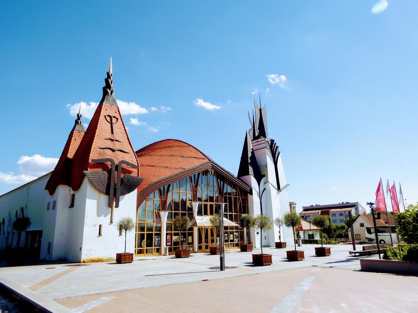 Lendava (Lendva) - Gledališka in koncertna dvorana - kulturni dom (Szinház- és hangversenyterem - kultúrház)