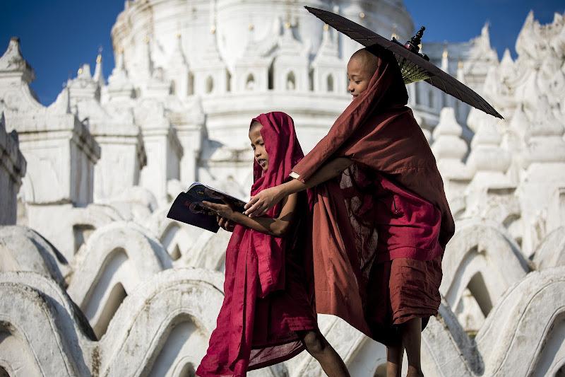 Giochi di piccoli monaci di Gloria Staffa