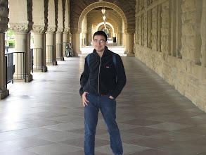 Photo: 24 Mart 2006 - Quad'da klasik Stanford pozu. Üzerimdeki hırkanın fermuarı bozuldu, arabanın bagajında duruyor. Sırtımdaki de 94'den beri kullandığım Adidas çantam, hala dolabımda.